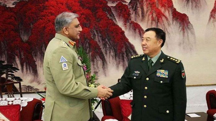 চীনের সামরিক কর্মকর্তার সঙ্গে জেনারেল বাজওয়া